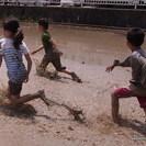 田植え体験 と 泥んこ遊び