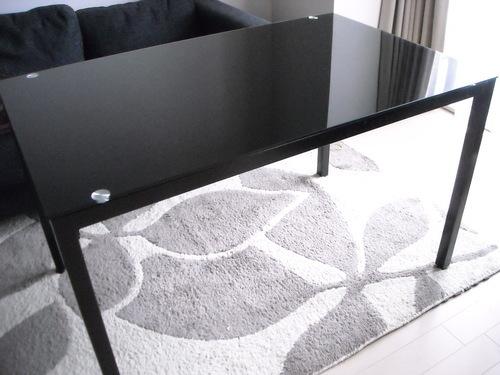 ガラステーブルダイニングテーブル黒テーブルマット椅子あり
