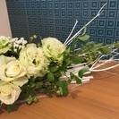 本格的フランススタイルのフラワーアレンジメント  Blanc et...