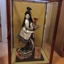 ガラスケース付き日本人形