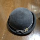 グレーの帽子