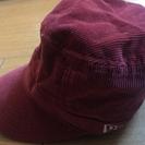 ニューエラの赤のキャップ