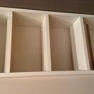 棚が可動式の本棚です。