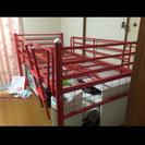 赤いベッド