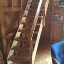 木とアイアンのシンプルな階段