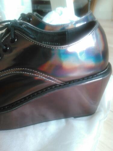 激安❢新品❢最終価格❢委託❢渋谷109で大人気の靴メーカーULULA メタリックレインボーシューズ\u203c23cm ~23.5cm (義郎)  弥刀の靴《スニーカー》の中古あげます・譲ります|ジモティーで不用品の処分