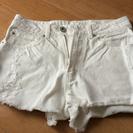 デニムのショートパンツ、ホワイト