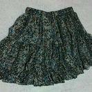 細かい花柄スカート