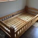 パイン材の頑丈な作り、二段ベッドの上だけです。