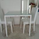 白いダイニングテーブルセット