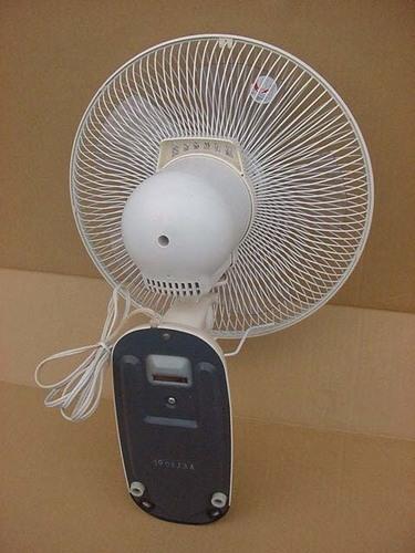 <良品>ユアサ*リモコン壁掛け扇風機! ■ユアサ リモコン壁掛け扇風機... 中古 売ります・あげます