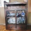ガラス戸付き本棚