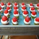 手作りデコスィーツ◆赤いイチゴのカップケーキ♪チョコ付き◆マグネット