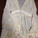 ヒラヒラの可愛い羽織りのブラウス
