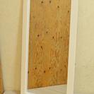 ホワイトの壁掛けミラー 木枠のウォールミラー 未使用品