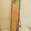 花柄・木枠のスタンドミラー 鏡 額縁風フレーム 自立タイプ