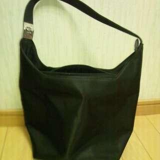 シンプルなショルダーバッグ黒★手頃な大きさ★フォーマルにも