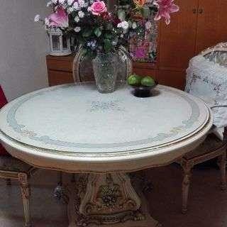 猫脚の丸いテーブル+椅子