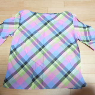 綺麗な色合いの半そでシャツ