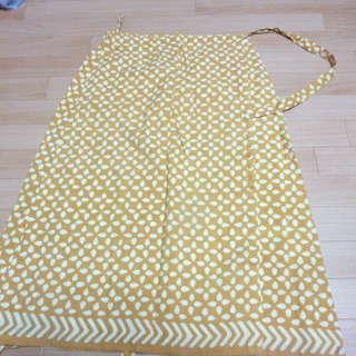 葉っぱの模様の巻きスカート