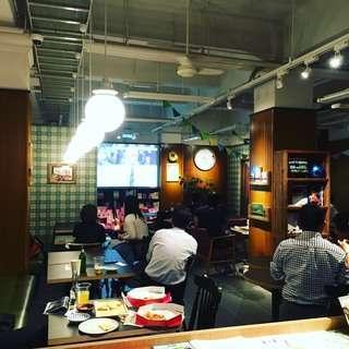 カフェでサッカー観戦★熱狂的な夜を!