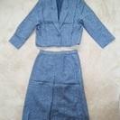 グレーのスーツ(女性用、長袖)中古(新宿駅または井荻駅周辺で手渡...