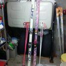 スキー板とストックの各二本