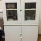ひとり暮らしにピッタリな白の食器棚
