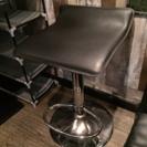 DIYでカッコいい家に!昇降式カウンター黒椅子 在庫残り2つ