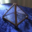ピラミッド型ガラスケース