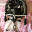 テーブルにつける椅子とチャイルドシート