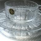透明なカップとお皿