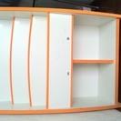 白×オレンジ かわいい絵本棚・マガジンラック(シールの跡あり)