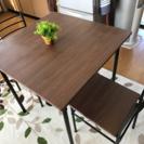 ダイニングテーブルと椅子のセット