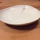 陶器の白皿、大中サイズ各3枚、計6枚セット。欠けは全く無し、使い勝手良い。手渡し限定。 - 生活雑貨