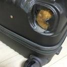 壊れたスーツケース/キャリアケース