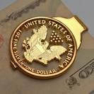 )C(アメリカの記念1ドル銀貨 900)です。