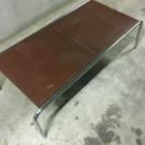 お洒落な天板が革のテーブル