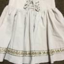 ビジュー付きのスカート
