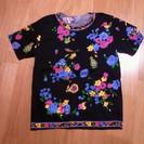 女性用半袖TシャツM~L黒地に鮮やかな花柄バスト79~94cm身...