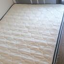 シングルベッドのフレーム(コンセント付)&マットレス