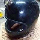 黒いフルフェイスヘルメット