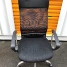 5本脚の事務用椅子です。