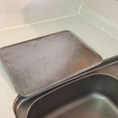 最近、キッチンの水切りかごをなくしてサッパリする人も増えているようですが、その一方で、やっばりなくせない…と悩む声も聞こえてきます。
