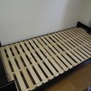 【値下げ】シングルベッド(黒) ニトリ 棚付きスノコフレーム 20...