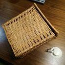 竹を編み込んだカゴ 吊り下げ用のフックジョイント付き 200円