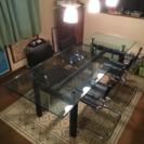 ダイニングテーブルと椅子 x 4