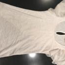 白の肩フリルTシャツ