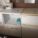 テーブルと冷蔵庫