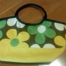 花柄のクーラーバッグ